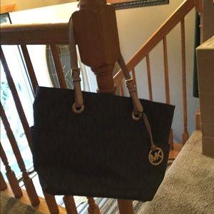 0b71c26b8c7c Women s Michael Kors Handbags Macys on Poshmark
